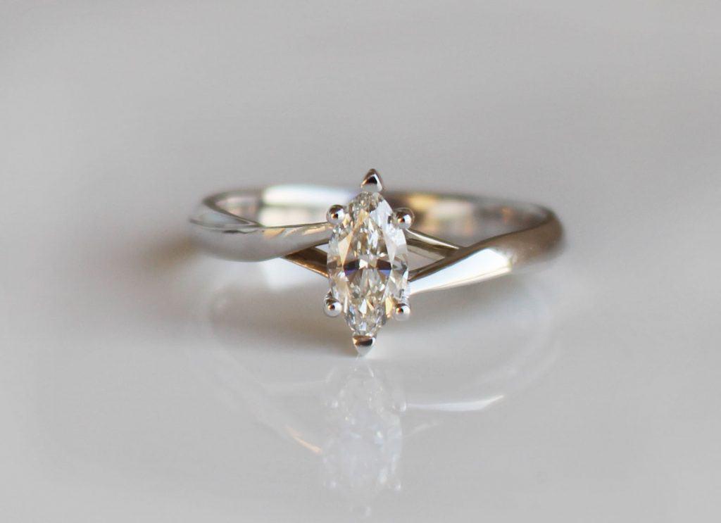 inel-diamant-marquise